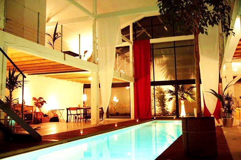 hors norme un loft avec couloir de nage int rieur. Black Bedroom Furniture Sets. Home Design Ideas