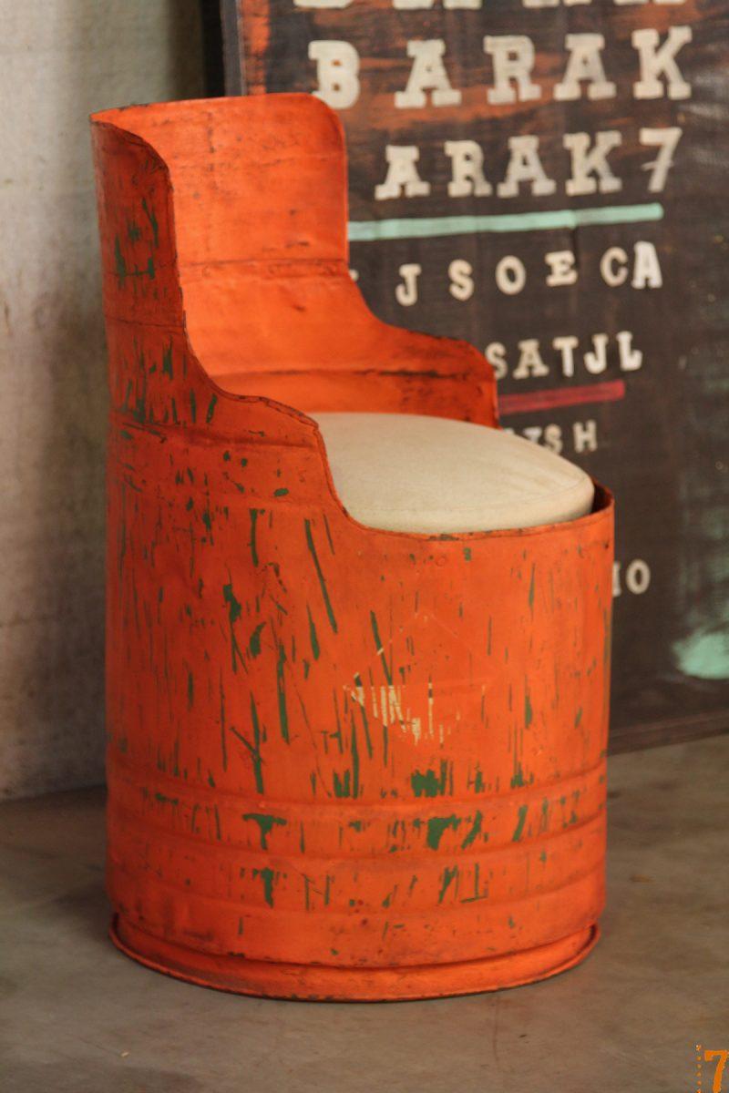 tabouret dans un bidon esprit industriel. Black Bedroom Furniture Sets. Home Design Ideas