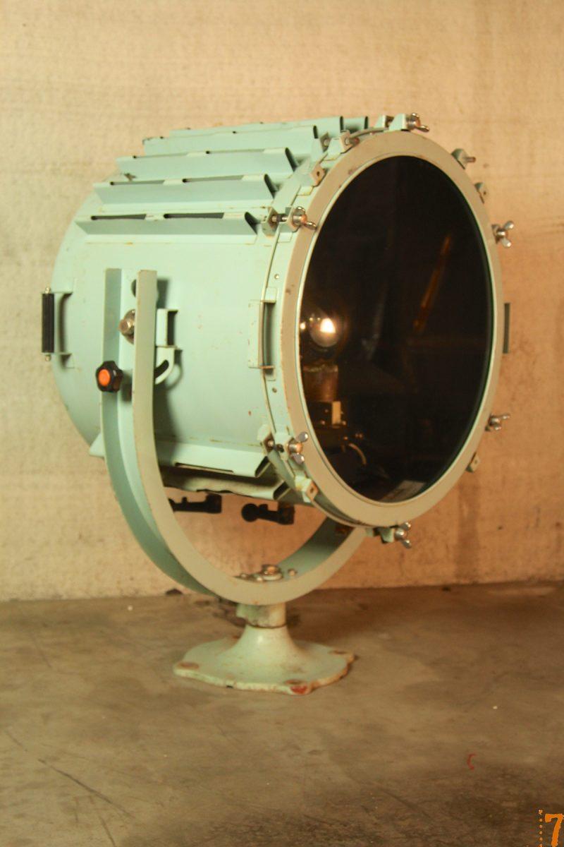 Projecteur g ant de bateau pour d co esprit industriel for Projecteur deco
