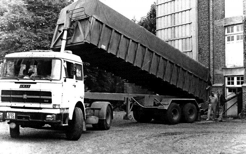 Camion ancien de la marque UNIC
