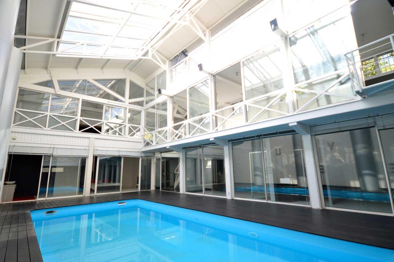 Loft avec piscine dans une pl trerie bordeaux for Piscine a bordeaux