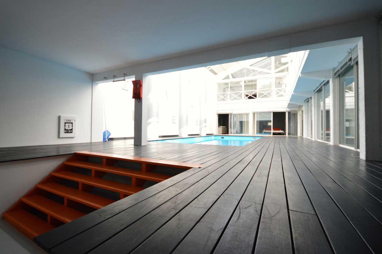 loft avec piscine int rieur vendre bordeaux. Black Bedroom Furniture Sets. Home Design Ideas