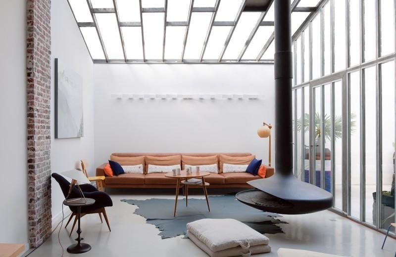 Loft avec plafond en verre