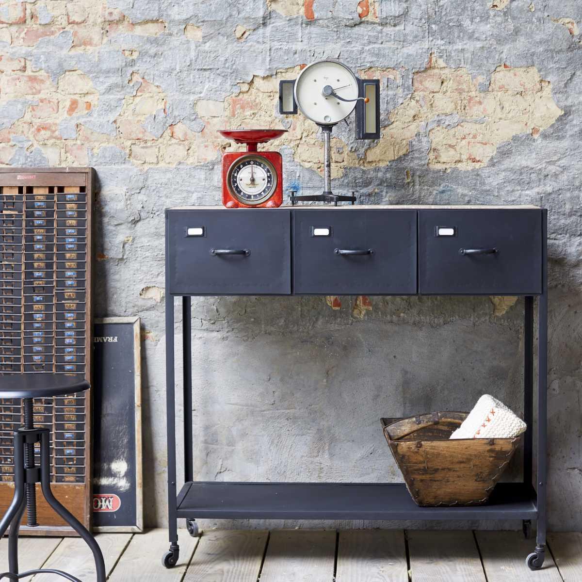 console en m tal style industriel. Black Bedroom Furniture Sets. Home Design Ideas
