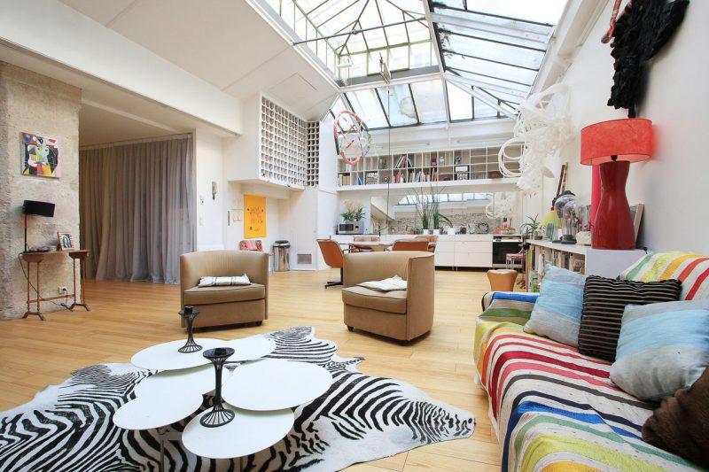 Loft avec plafond verrière