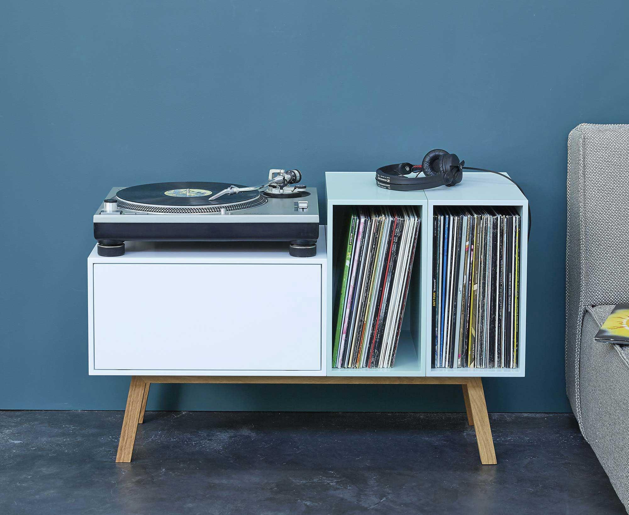 petit buffet pour ranger platine et disques vinyle. Black Bedroom Furniture Sets. Home Design Ideas