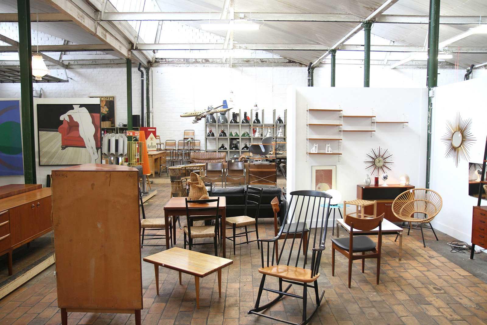 Depot09 le paradis du design vintage gand for Meuble de salle a diner