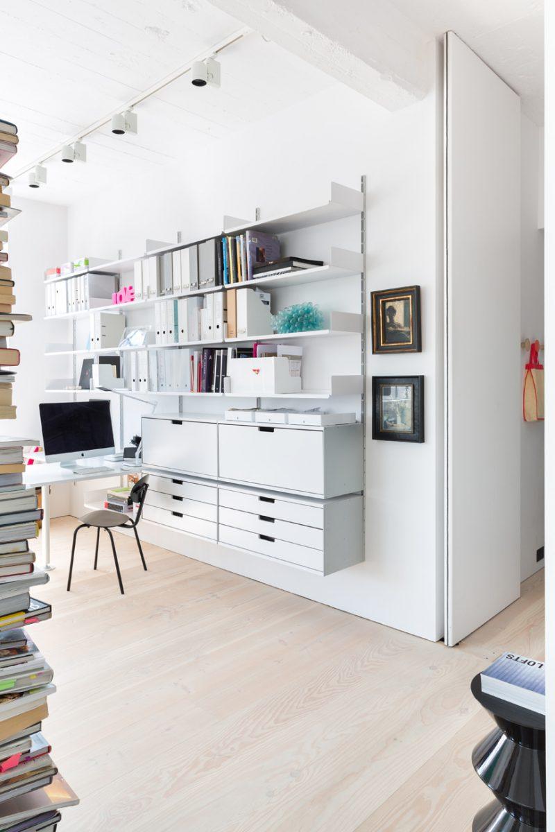 Bibliothèque fixée au mur