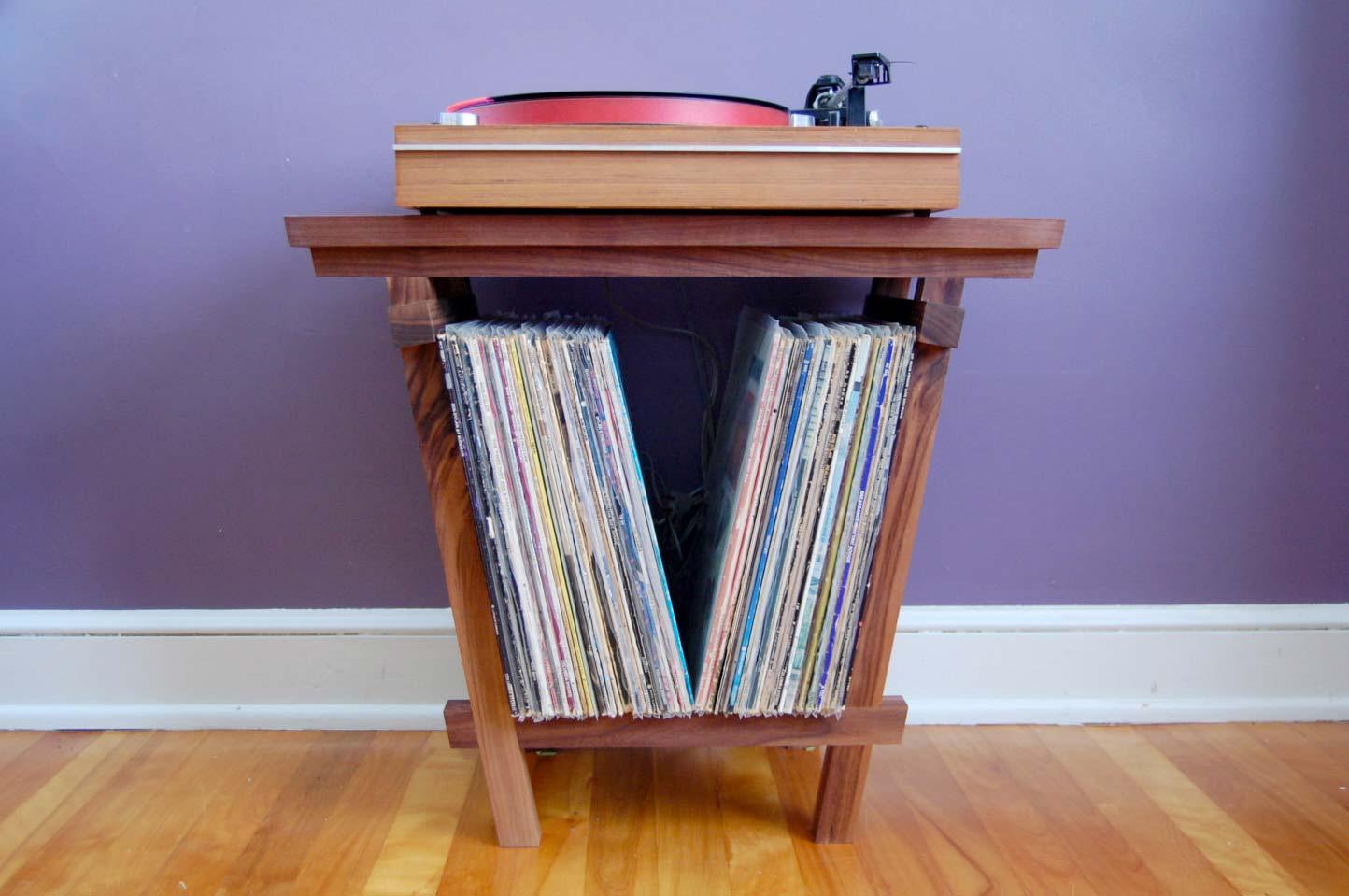 petit meuble pour vinyles et platine. Black Bedroom Furniture Sets. Home Design Ideas