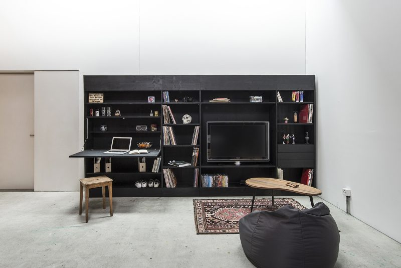 Mur bibliothèque avec TV
