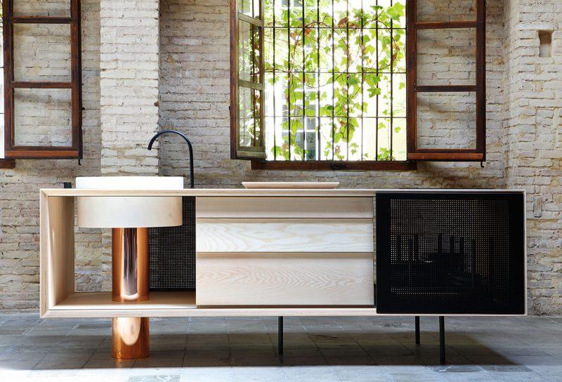 Îlot de cuisine libre en cuivre, bois et marbre