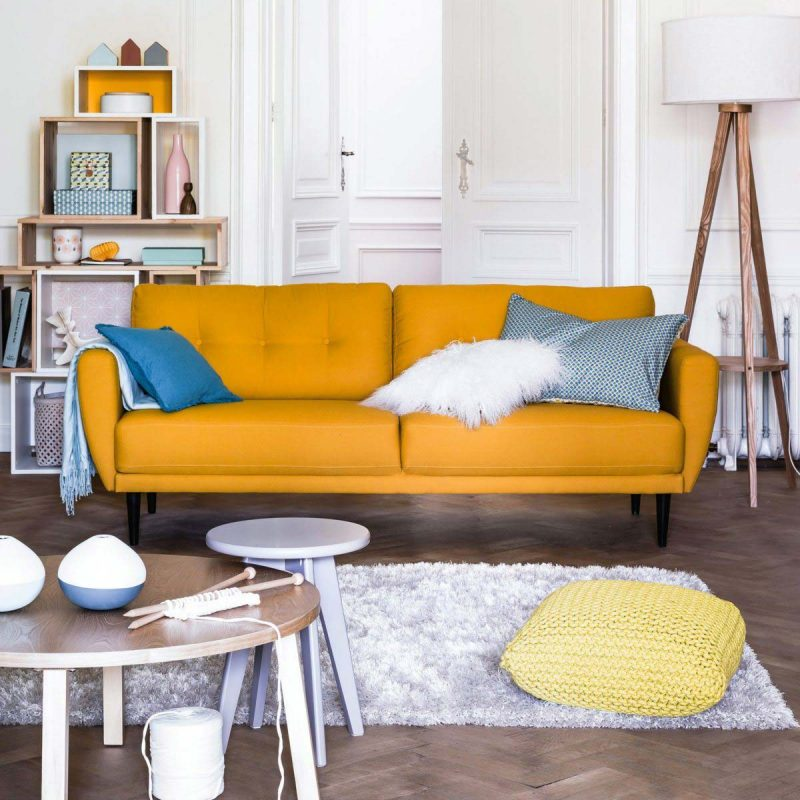 Salon à la déco scandinave avec parquet blanc, créé par La Redoute