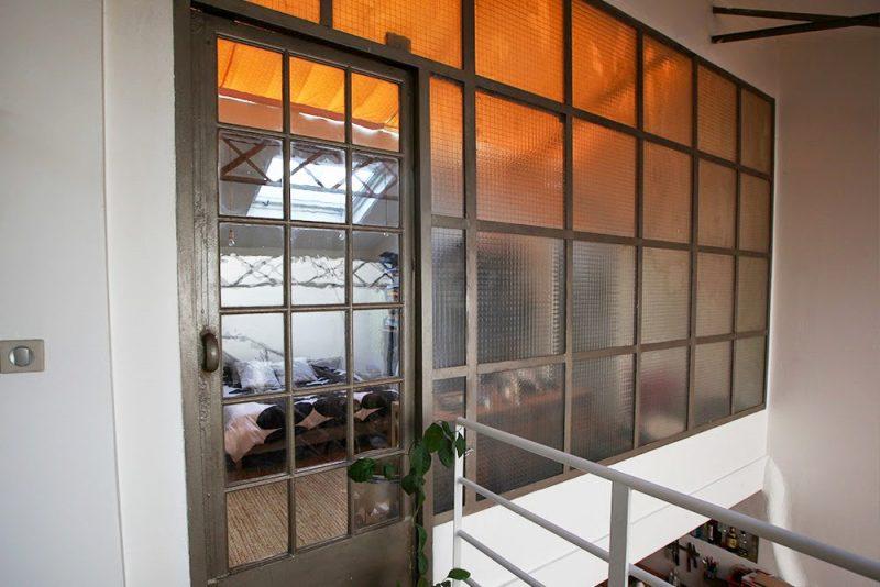 Mur verrière atelier dans un loft