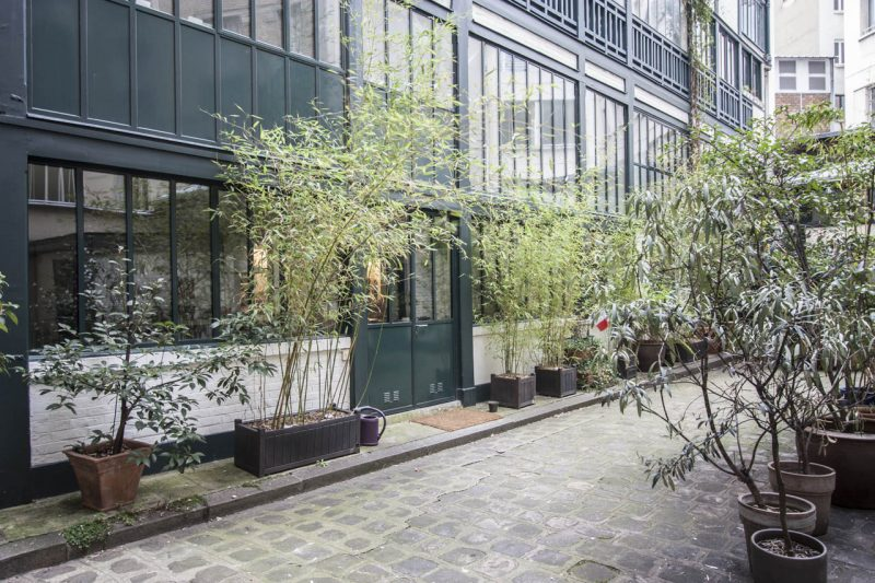 Loft avec toit terrasse en verre paris for Surface atypique paris
