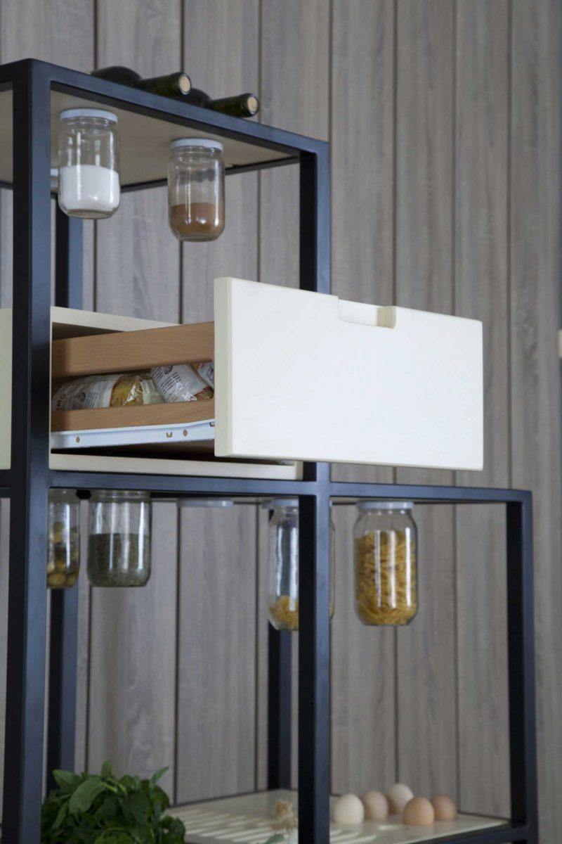 Meuble de cuisine avec bocaux intégrés