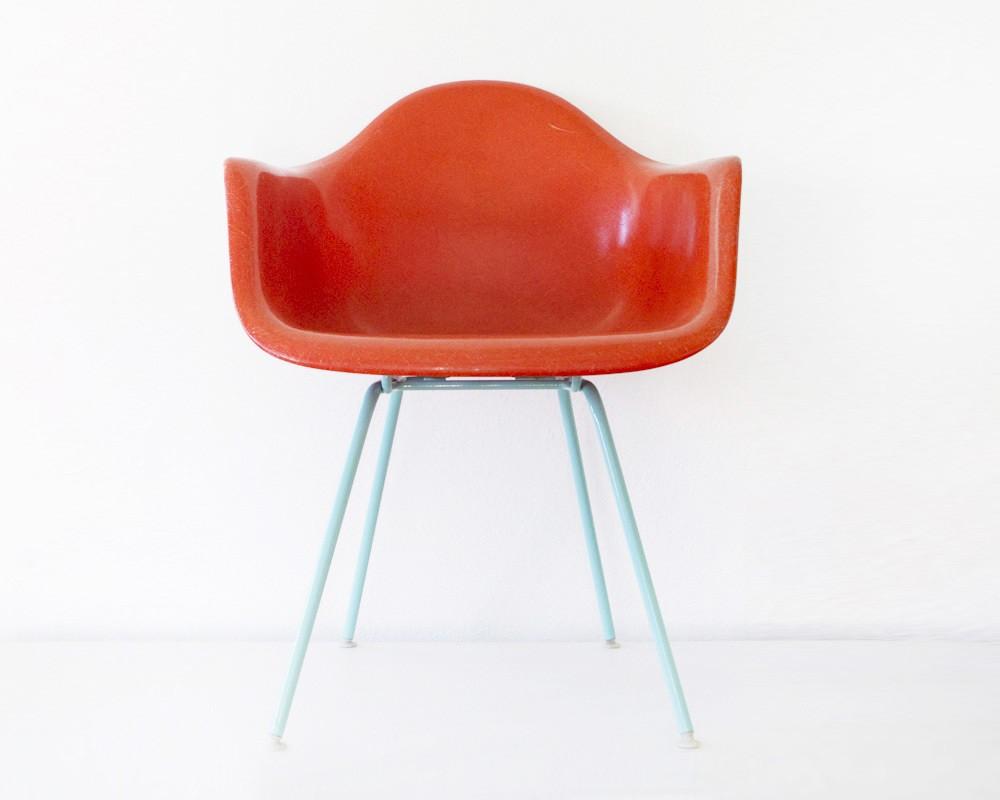 Chaise eames customis e en bleu ciel for Acheter chaise eames