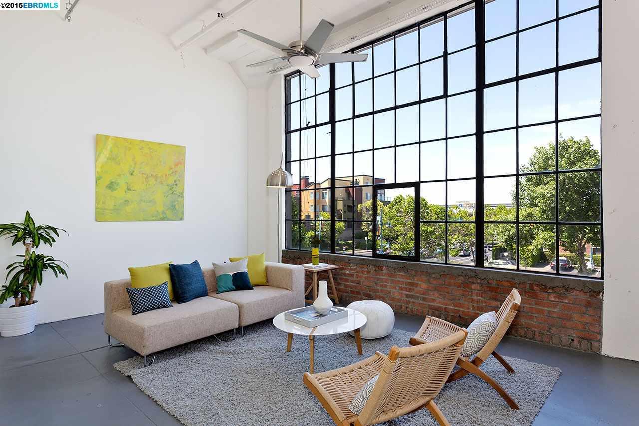 baie vitr e ancienne dans un loft. Black Bedroom Furniture Sets. Home Design Ideas