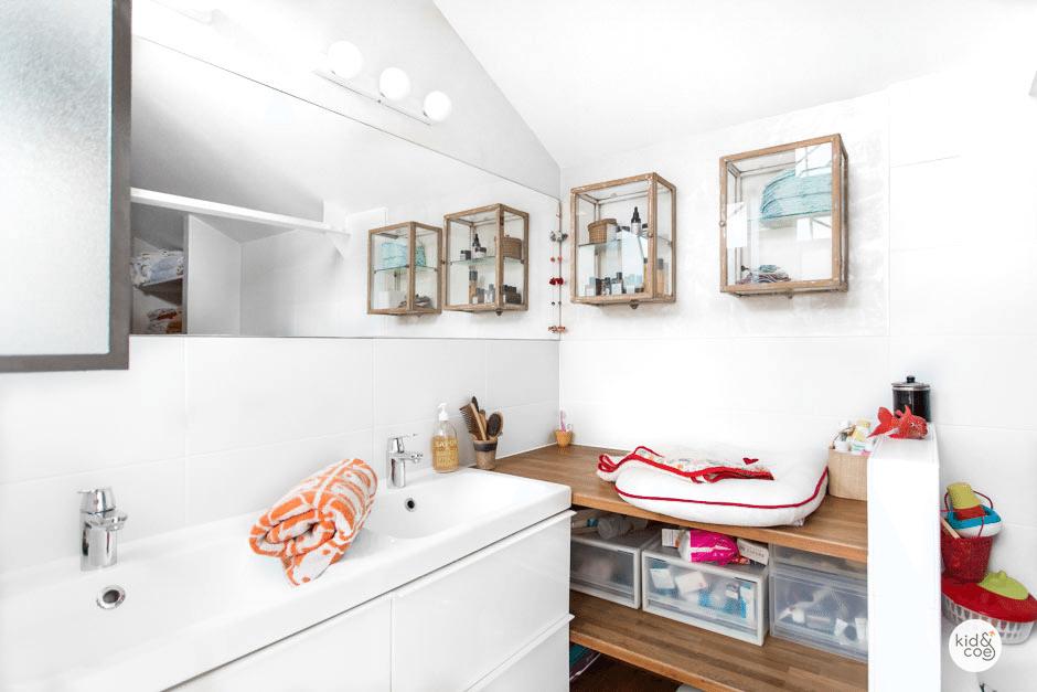 salles de bain avec table langer. Black Bedroom Furniture Sets. Home Design Ideas