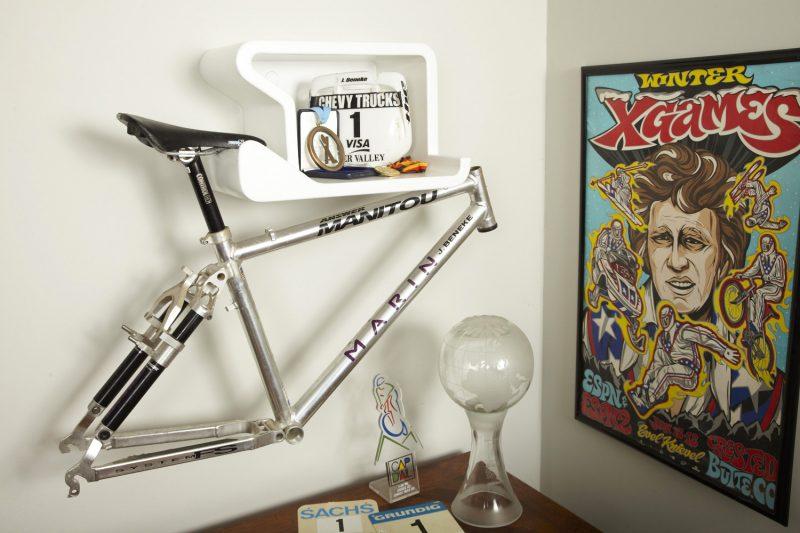 Vélo suspendu par la selle