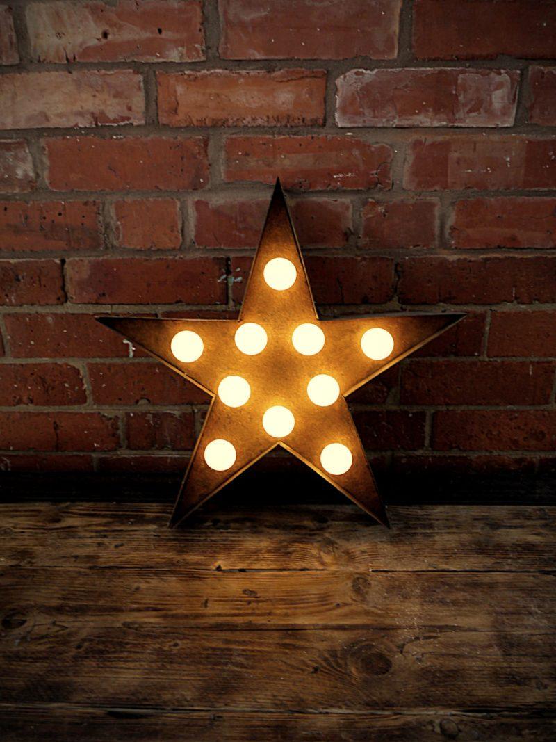Étoile lumineuse rouillée