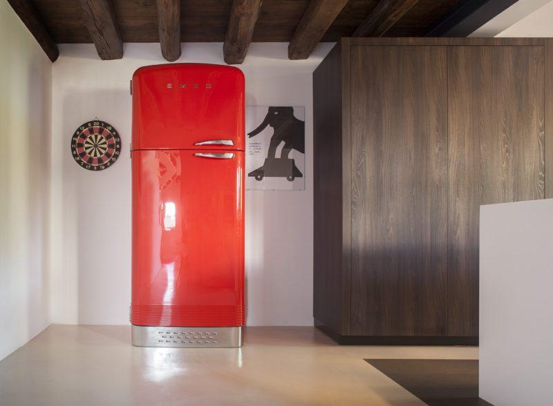 Porte dérobée dans un refrigerateur
