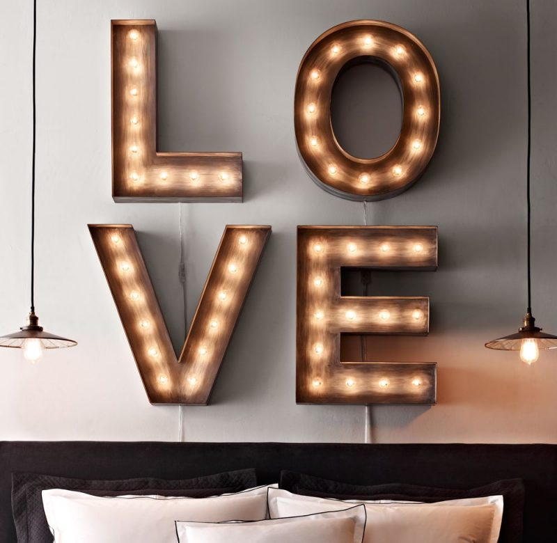 LOVE en lettres lumineuses