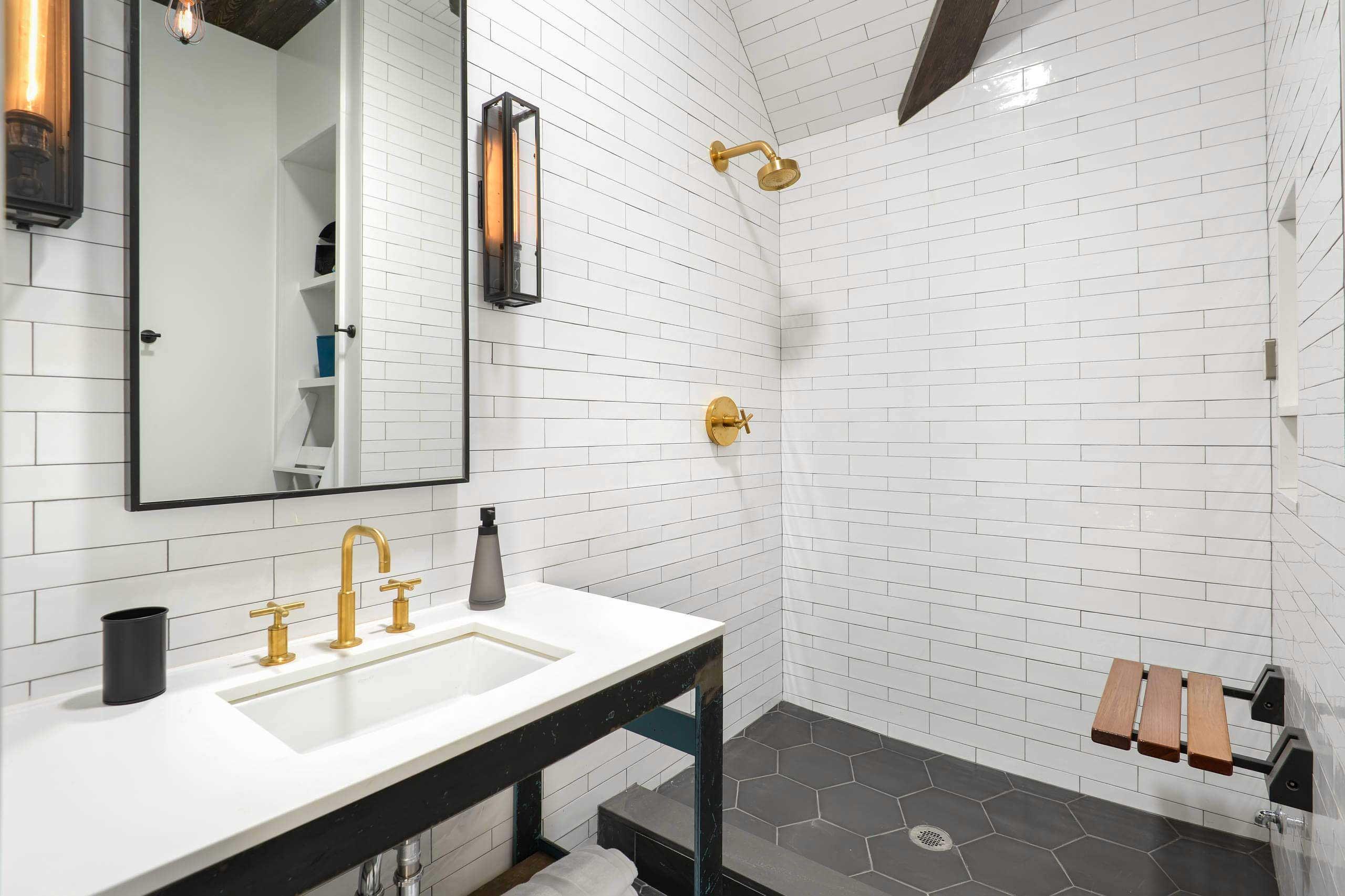 Salle de bains avec carrelage blanc - Acheter carrelage salle de bain ...