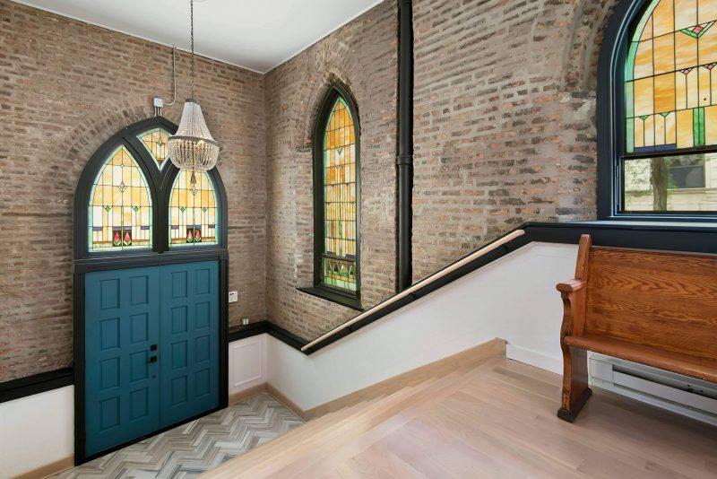 L'entrée du loft dans une église