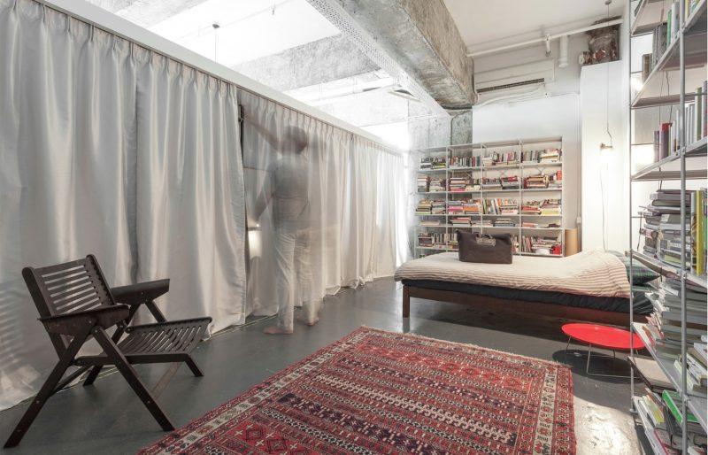 dressing ferm par des rideaux. Black Bedroom Furniture Sets. Home Design Ideas