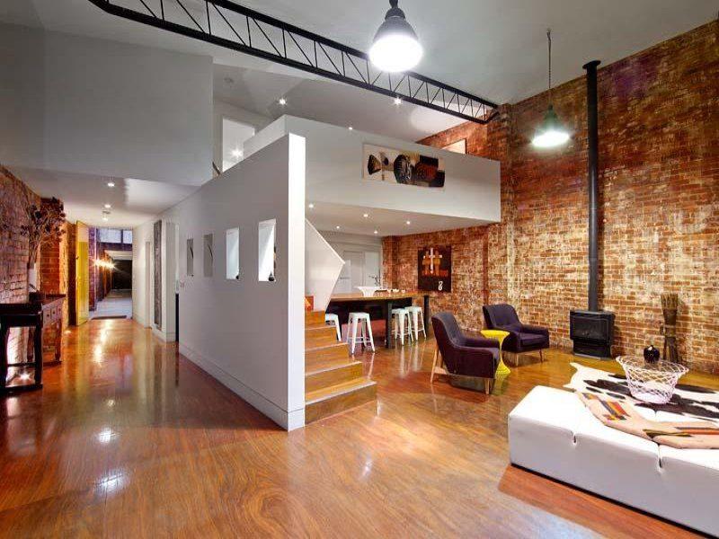 Loft avec murs en briques