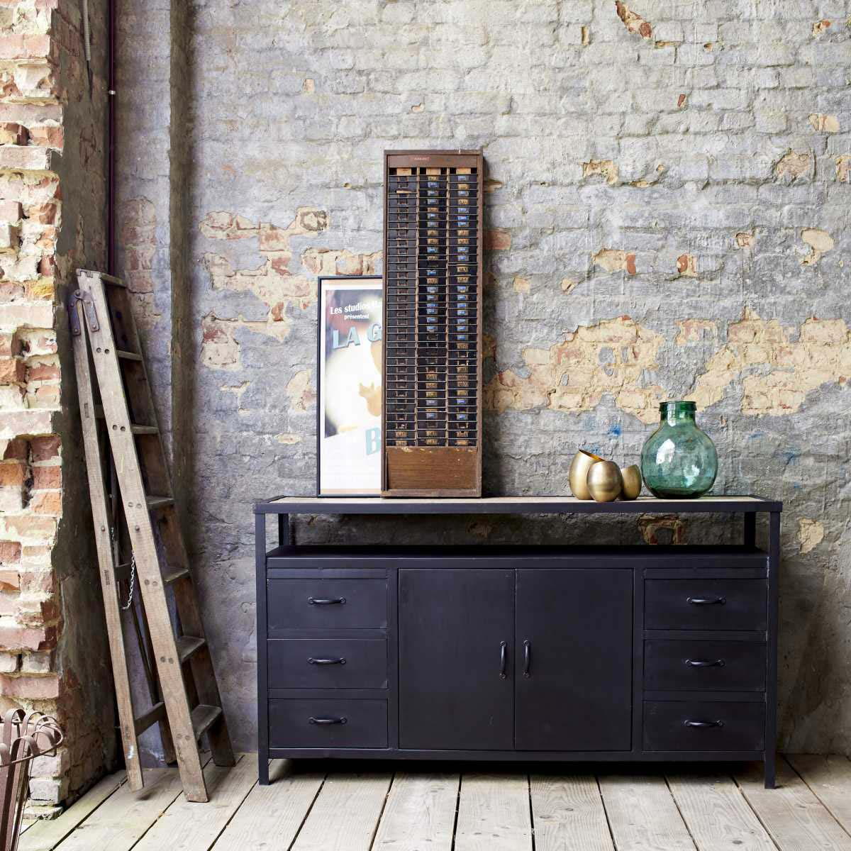 buffet industriel en m tal avec plateau bois. Black Bedroom Furniture Sets. Home Design Ideas