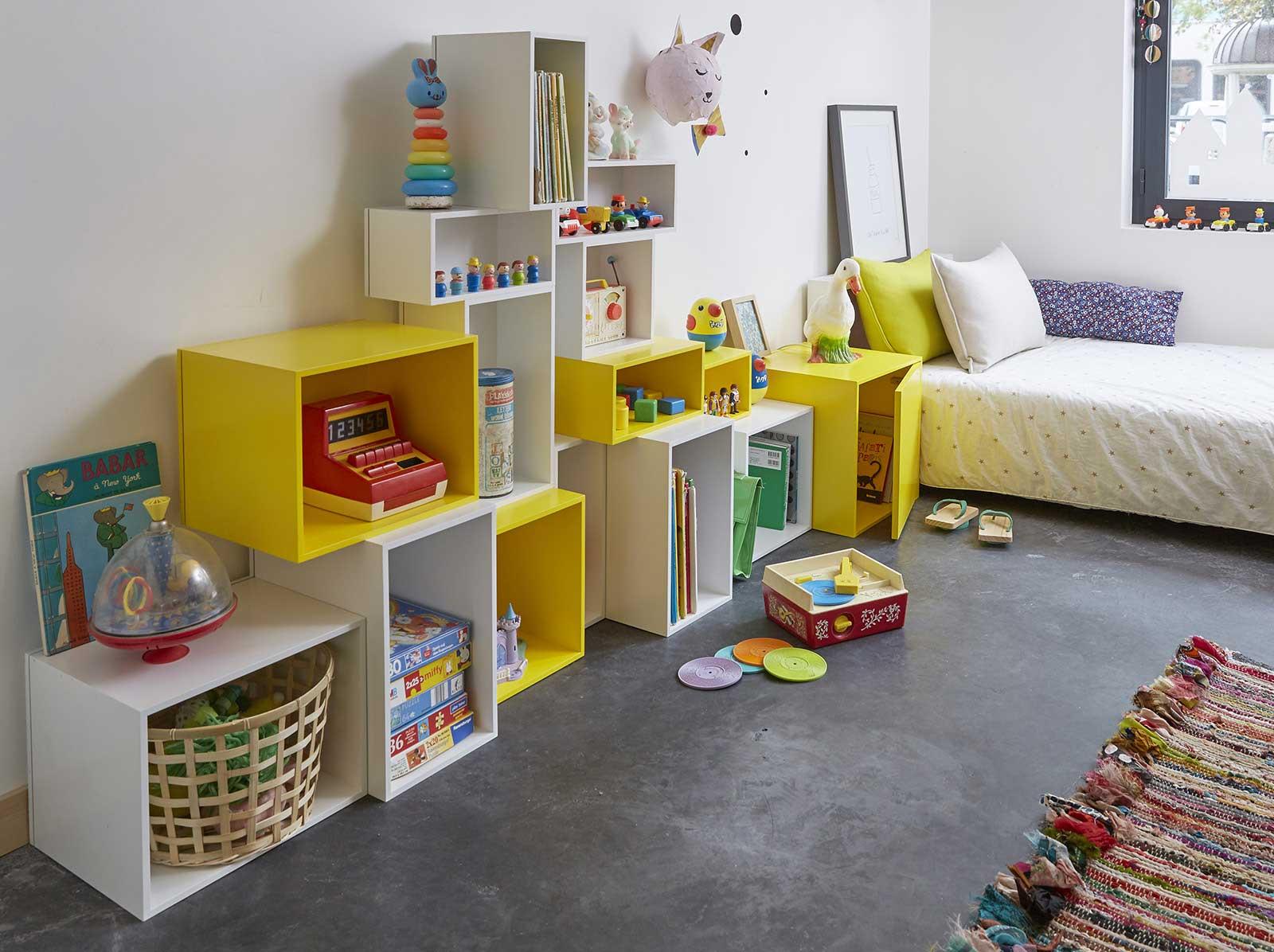 le mobilier cubit a envahi notre loft. Black Bedroom Furniture Sets. Home Design Ideas