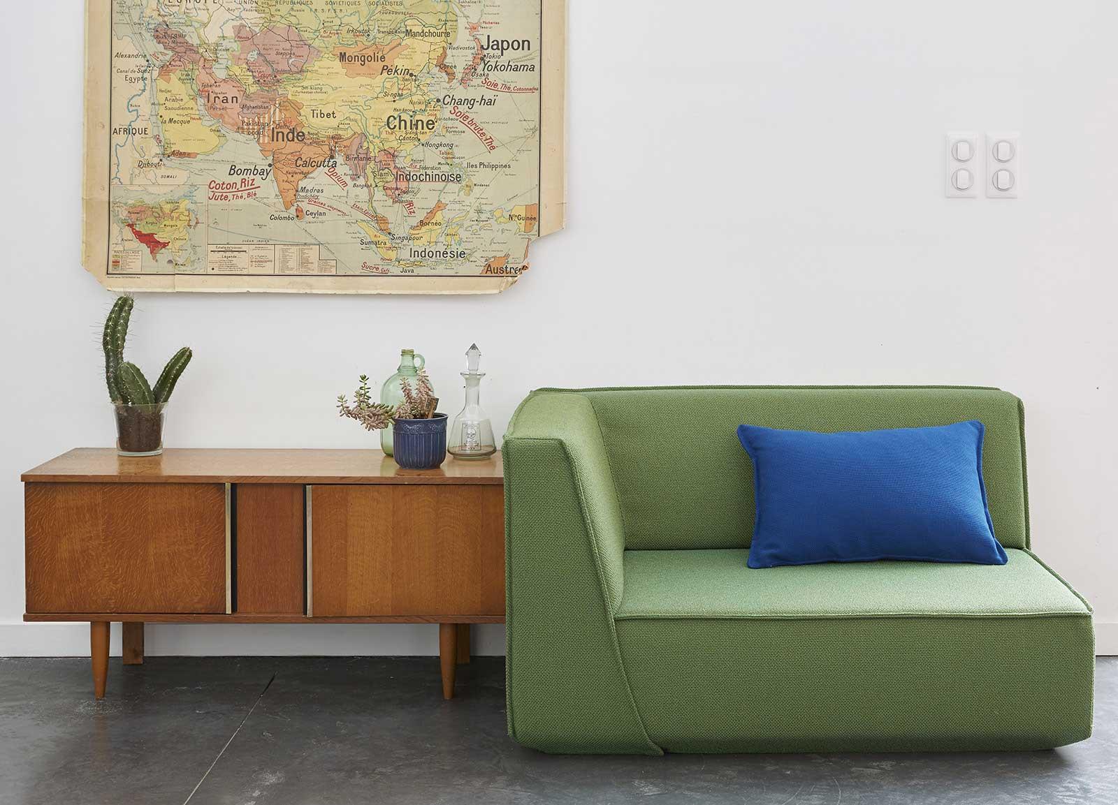 Canapé moderne avec déco vintage