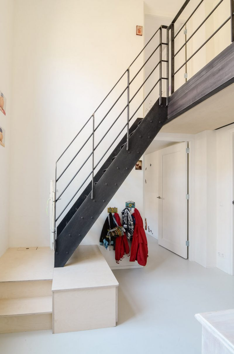 Escalier en métal noir