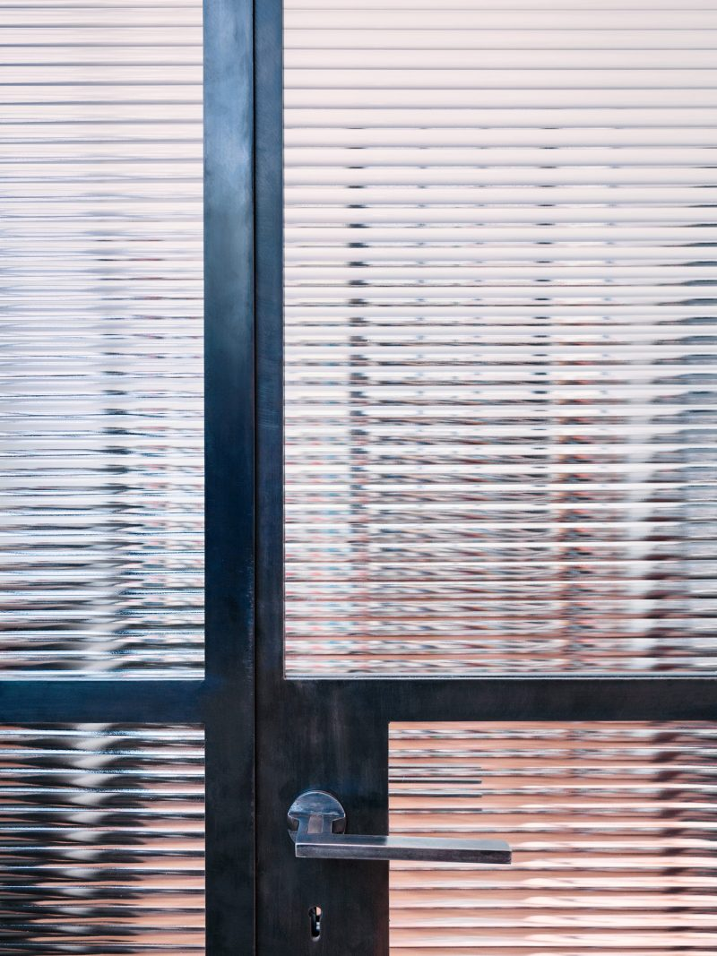 Porte vitrée en métal