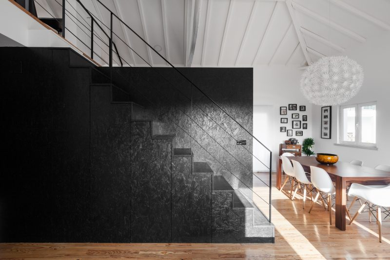 Escalier en OSB noir