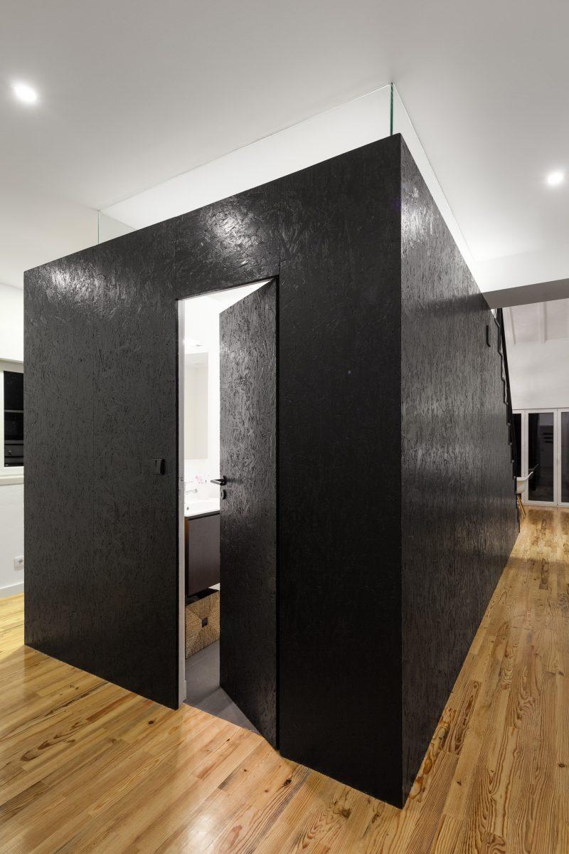 Salle de bains dans une boite