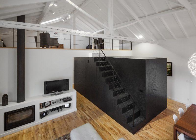Boite noire dans un loft