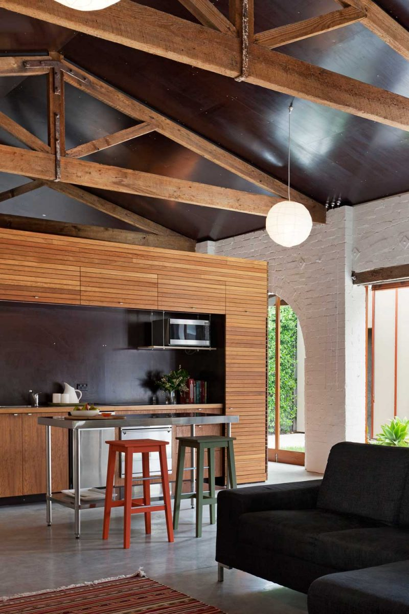 Loft dans un ancien garage automobile par richard smith for Garage interieur