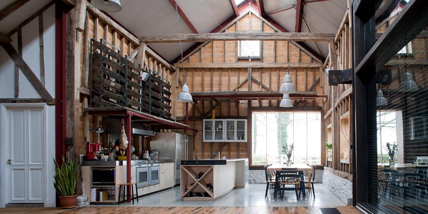 loft dans une grange par liddicoat goldhill. Black Bedroom Furniture Sets. Home Design Ideas