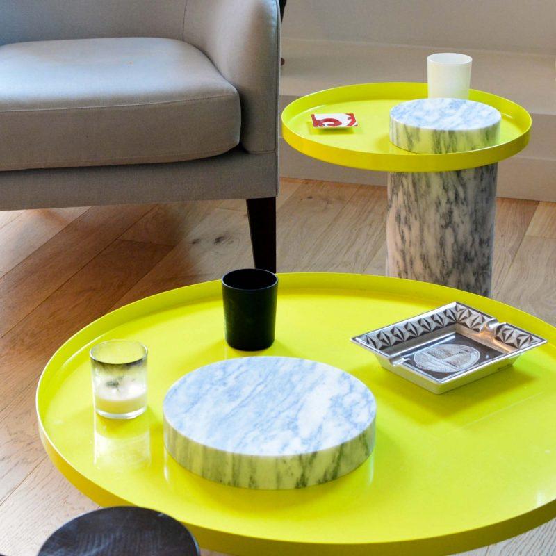Table basse avec plateau jaune