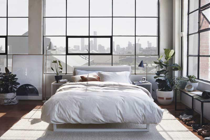 Chambre avec grande baie vitrée