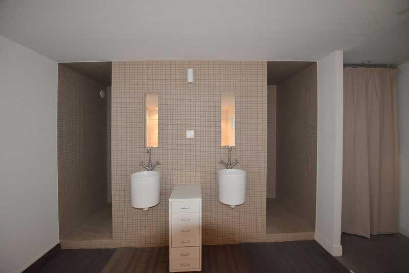 Id e d am nagement pour un loft en longueur for Ampm salle de bain