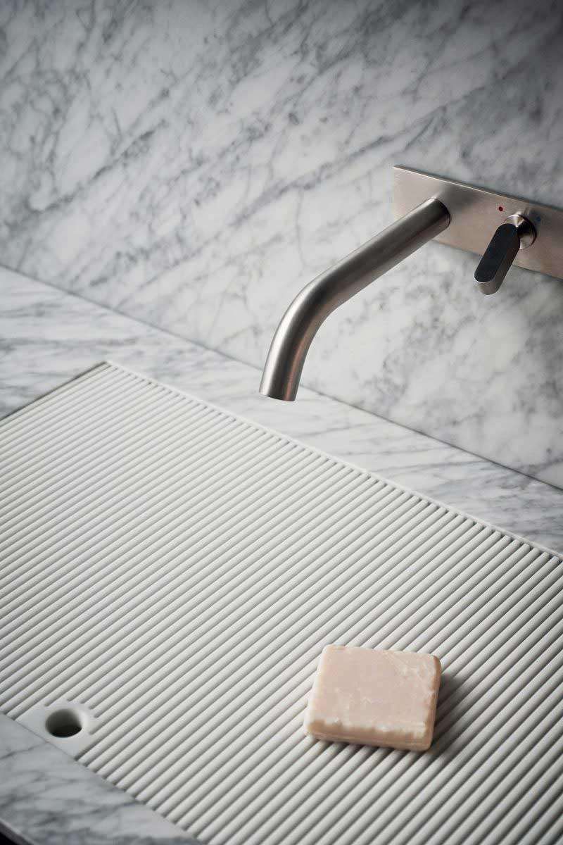 Meuble de salles de bains en marbre blanc