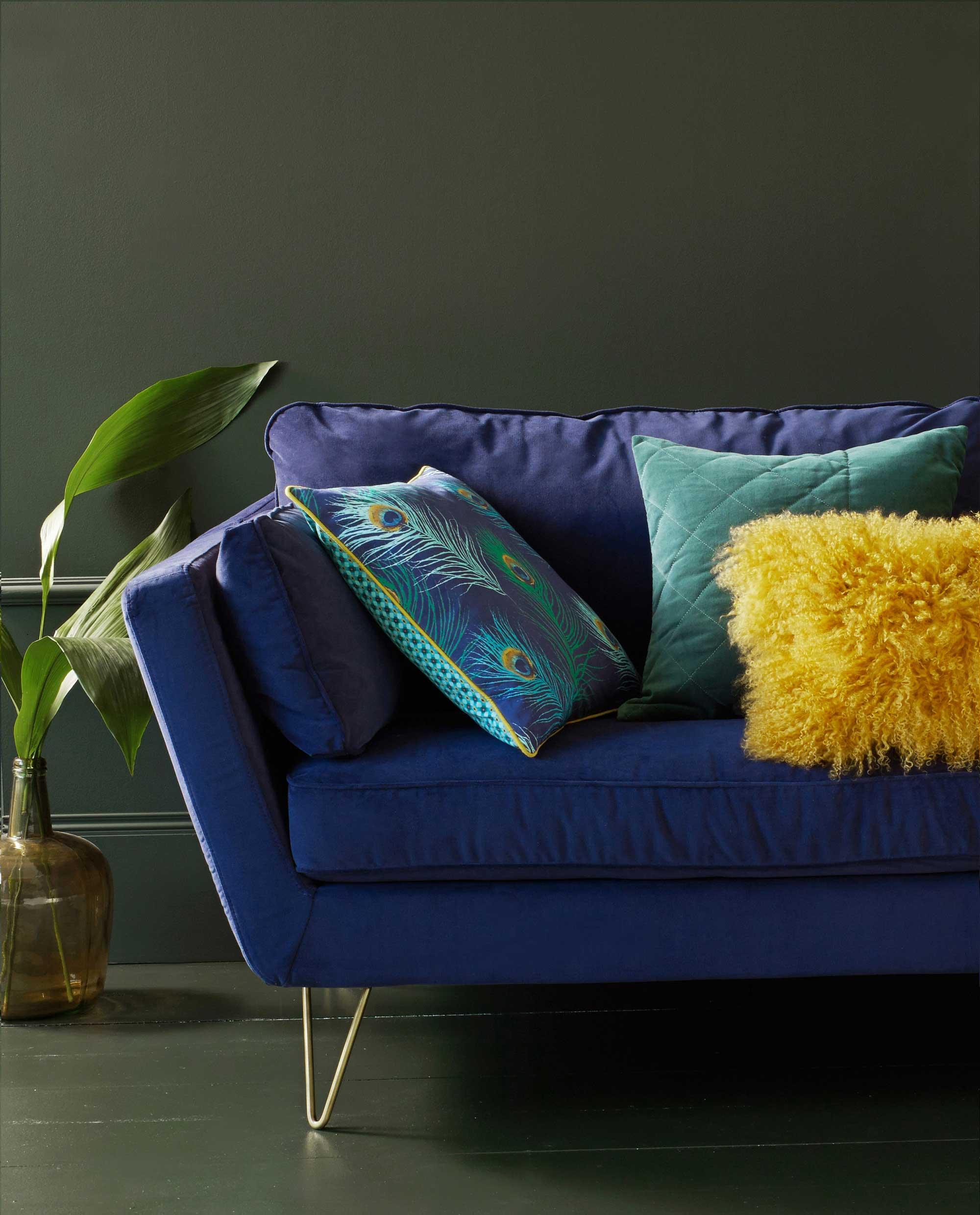 canap avec pieds dor s la redoute. Black Bedroom Furniture Sets. Home Design Ideas