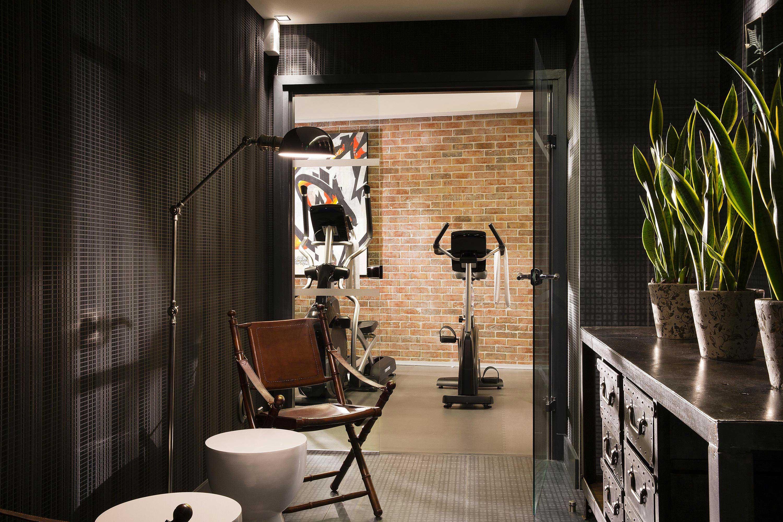 salle de sports d co industrielle. Black Bedroom Furniture Sets. Home Design Ideas