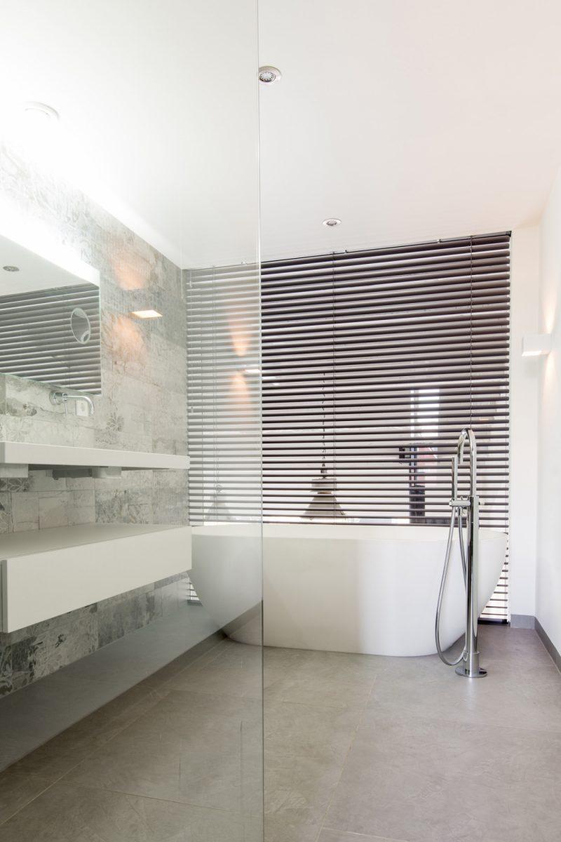 loft industriel dans une ancienne usine philips. Black Bedroom Furniture Sets. Home Design Ideas