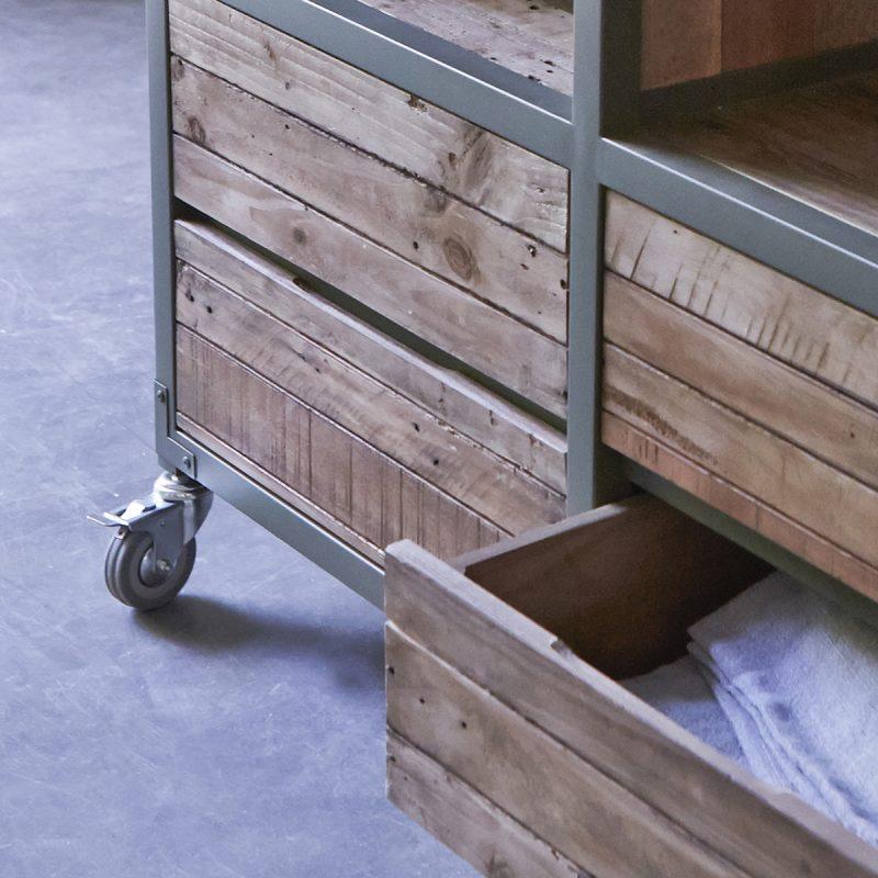 Bibliothèque Karpenter en métal gris et en bois