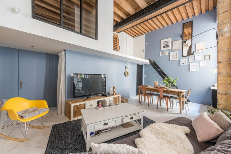 atelier de canut transform en loft. Black Bedroom Furniture Sets. Home Design Ideas