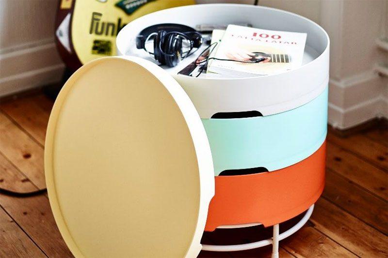 Table de chevet IKEA multicolore